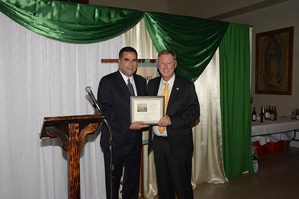 2016 Edna Kimbro award recipient David Bolton presents the 2017 Kimbro Award to Mr. Donaldson